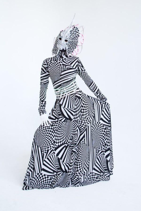 Чёрно-белый комбинезон с маской №2